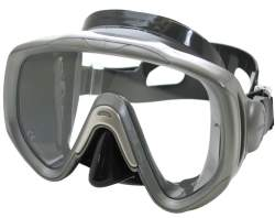 This Tusa dive mask gets high ratings