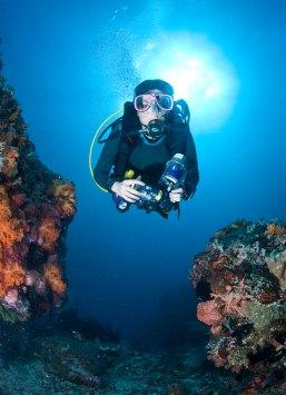 A neutrally buoyant scuba diver