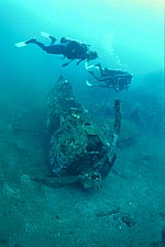 Picture of divers on a wreck