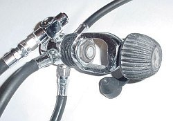 Scuba diving regulator and yoke